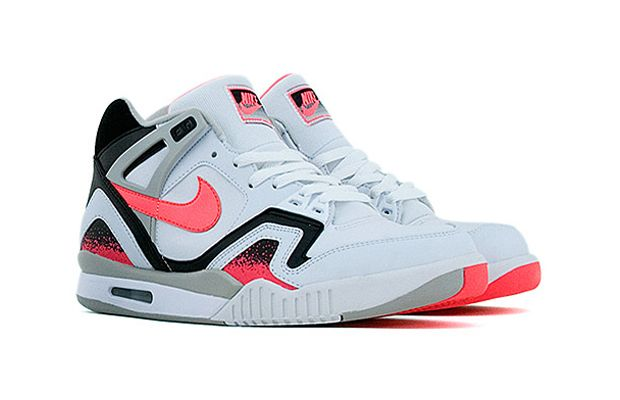 01 Nike Air Tech Challenge II