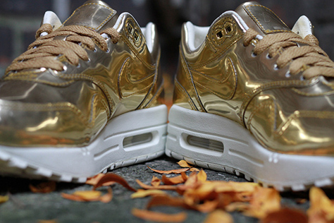 NIKE-AIR-MAX-1-WMNS-SP-LIQUID-METAL-3