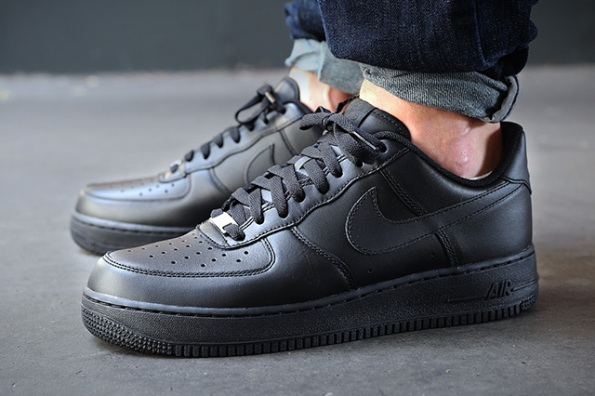 Nike Air Force One Black Mid