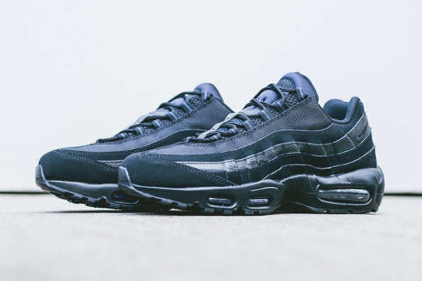 Nike Air Max 95 Triple Black 01