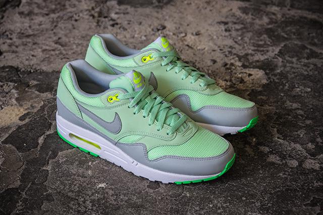 Nike Air Max 1 Essential Vapor Green Grey Mist 01