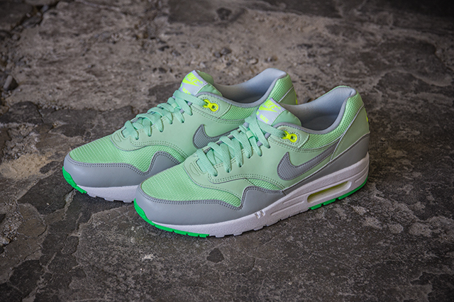 Nike Air Max 1 Essential Vapor Green Grey Mist 03