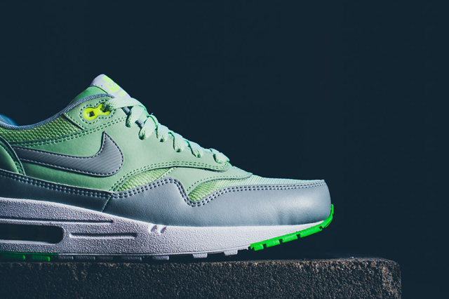 Nike Air Max 1 Essential Vapor Green Grey Mist 04