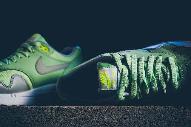 Nike Air Max 1 Essential Vapor Green Grey Mist 05