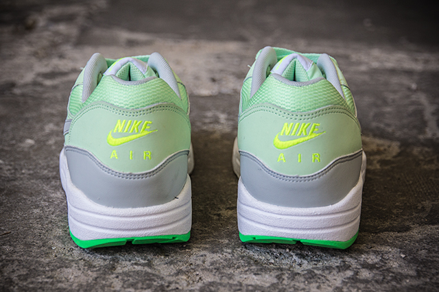 Nike Air Max 1 Essential Vapor Green Grey Mist 06