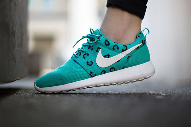 Nike Roshe Run Leopard Teal 01