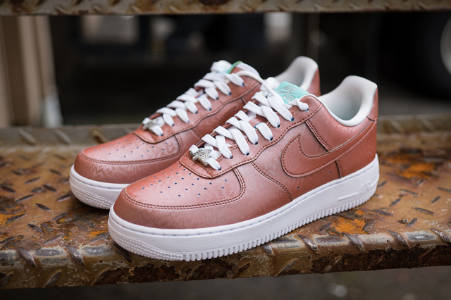 Nike Air Force 1 Preserved Icons 01