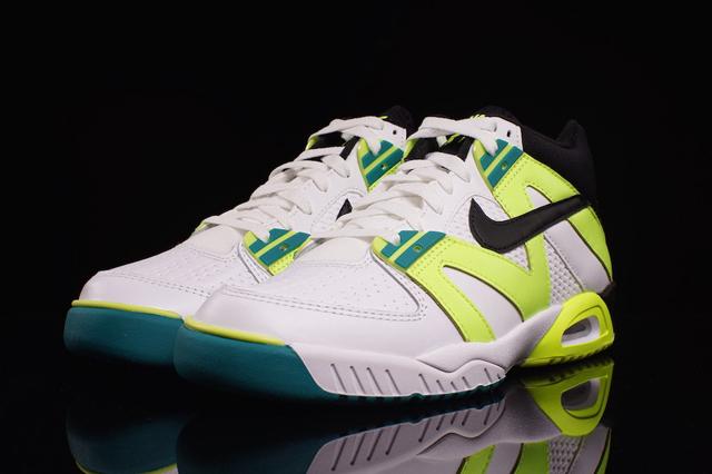 Nike Air Tech Challenge III OG Volt 02