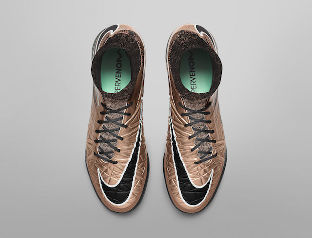 Nike Liquid Chrome Pack 10