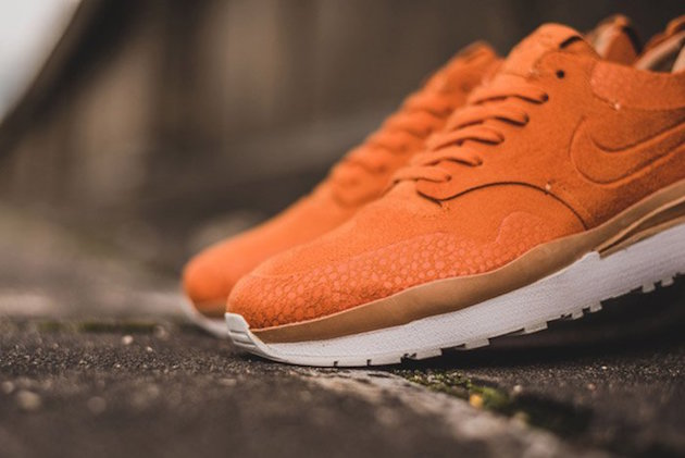 Nike Air Safari Royal 11